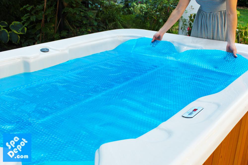 Installing-spa-blanket-on-hot-tub
